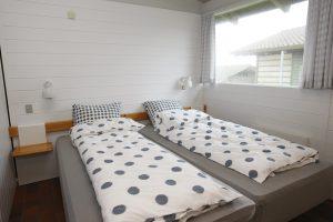 Lejrskole, to senge i et soveværelse